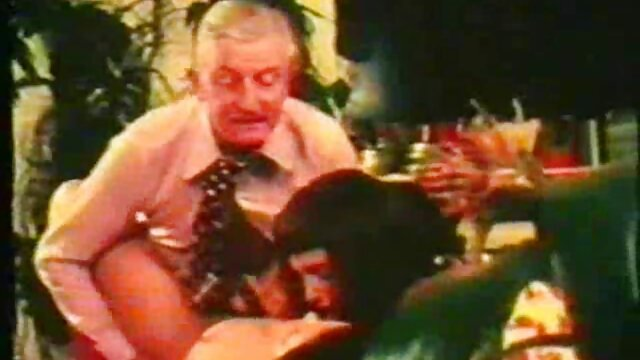 Big Tit Milf Rhyse Richards toma una gran videos caseros entre hermanos polla más joven