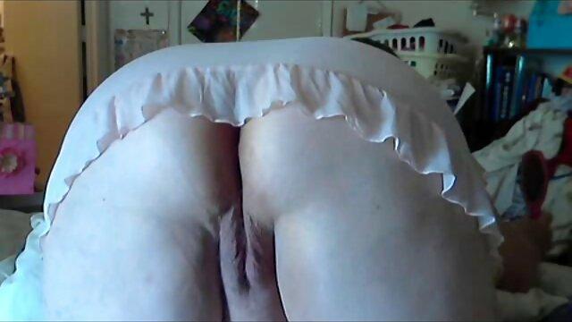 Morena es videos caseros de pornografia golpeada en el sofá