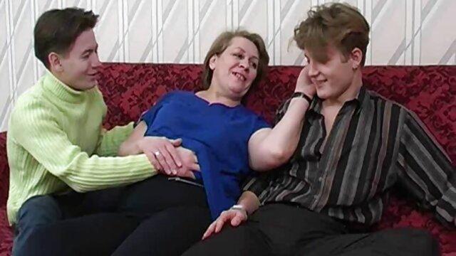Lady Sonia da un masaje y luego sexo casero infieles se la follan duro