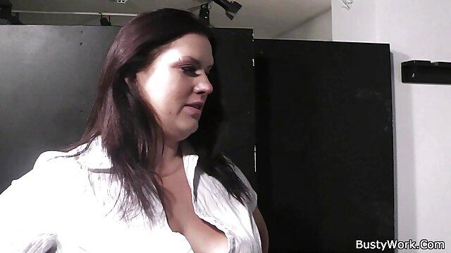 Linda y delgada belleza Emily Kae monta una larga videos caseros de mexicanas xxx polla ERIC JOHN Live