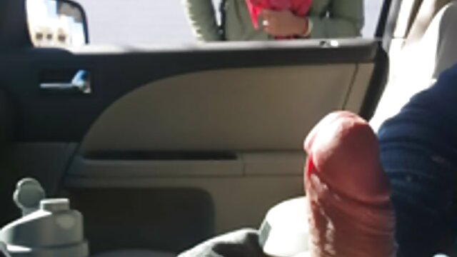 Chica bonita rubia follando su coño porno casero rapido con un consolador negro